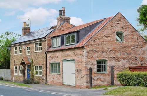 Snaptrip - Last minute cottages - Attractive Driffield Cottage S14908 -
