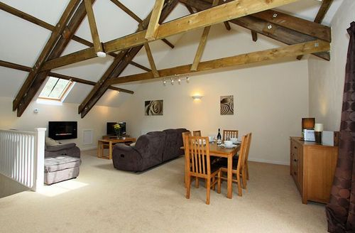 Snaptrip - Last minute cottages - Tasteful Par Leat S1284 - Spacious dining area