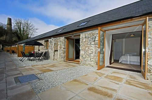 Snaptrip - Last minute cottages - Excellent Par Pankiln S1285 - Outside The Pankiln, St Austell