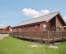 Snaptrip - Last minute cottages - Exquisite Flamborough Lodge S14937 -