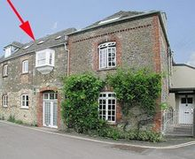Snaptrip - Last minute cottages - Lovely Malmesbury Cottage S13708 -