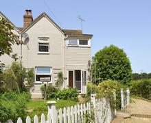 Snaptrip - Last minute cottages - Attractive All Surrey Cottage S13767 -
