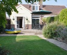 Snaptrip - Last minute cottages - Captivating Chichester Cottage S13904 -