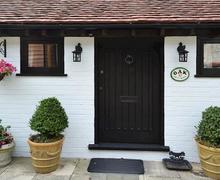 Snaptrip - Last minute cottages - Luxury Eastbourne Cottage S13928 -