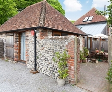 Snaptrip - Last minute cottages - Splendid Eastbourne Cottage S13938 -