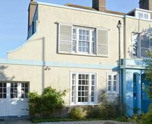 Snaptrip - Last minute cottages - Lovely Hastings Lodge S13978 -