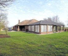 Snaptrip - Last minute cottages - Tasteful Cayton Cottage S15001 -