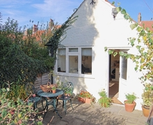 Snaptrip - Last minute cottages - Luxury Claxton Cottage S15021 -