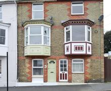Snaptrip - Last minute cottages - Attractive Cowes Cottage S78880 -