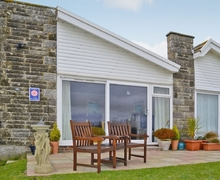 Snaptrip - Last minute cottages - Tasteful Freshwater Cottage S14252 -