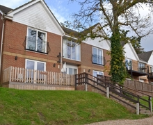 Snaptrip - Last minute cottages - Inviting Ryde And Seaview Apartment S40549 -