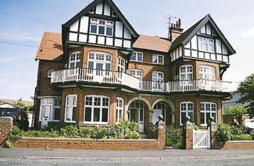 Snaptrip - Last minute cottages - Quaint Filey Cottage S15063 -