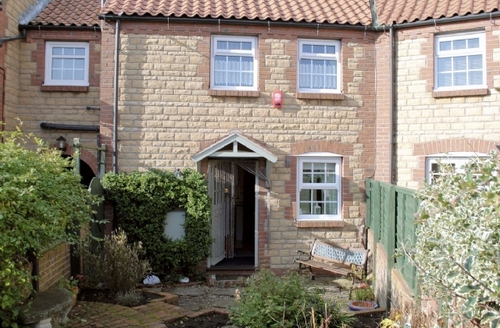 Snaptrip - Last minute cottages - Quaint Filey Cottage S15077 -