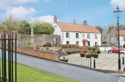 Snaptrip - Last minute cottages - Wonderful Filey Cottage S15081 -