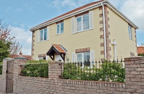 Snaptrip - Last minute cottages - Quaint Filey Cottage S15093 -