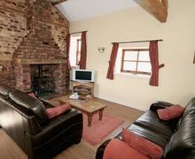 Snaptrip - Last minute cottages - Excellent Driffield Cottage S14864 -