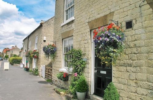 Snaptrip - Last minute cottages - Excellent Helmsley Cottage S15196 -