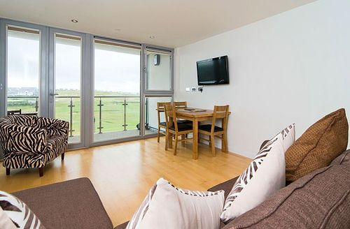 Snaptrip - Last minute cottages - Adorable Newquay Rental S1307 - Open plan living with views over the golf course