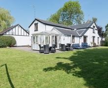 Snaptrip - Last minute cottages - Stunning Stafford Cottage S16062 -