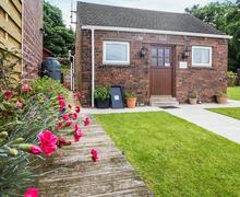 Snaptrip - Last minute cottages - Stunning Stoke On Trent Cottage S70012 -