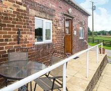 Snaptrip - Last minute cottages - Splendid Stoke On Trent Cottage S70013 -