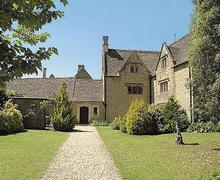 Snaptrip - Last minute cottages - Excellent Bourton On The Water Cottage S16085 -