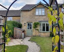 Snaptrip - Last minute cottages - Adorable Bourton On The Water Cottage S72724 -