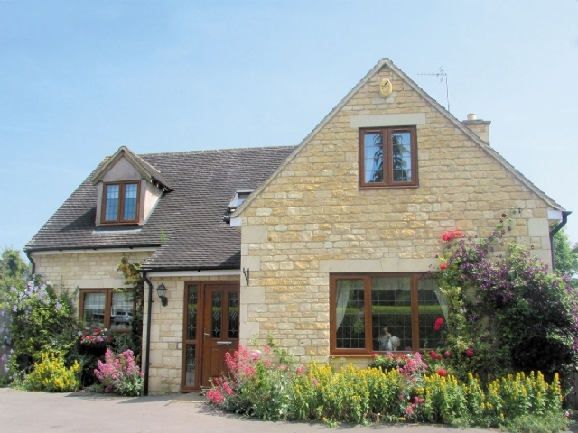 Stunning cheltenham cottage s16129 kingfisher cottage for Country cottage kennel