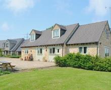 Snaptrip - Holiday cottages - Stunning Cheltenham Cottage S16136 -