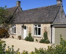 Snaptrip - Last minute cottages - Excellent Cirencester Cottage S16173 -