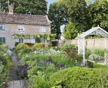 Snaptrip - Last minute cottages - Attractive Cirencester Cottage S16207 -
