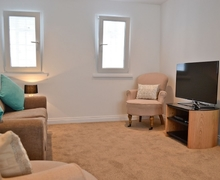 Snaptrip - Last minute cottages - Tasteful Gloucester Apartment S38148 -