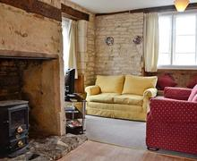 Snaptrip - Last minute cottages - Tasteful Stroud Cottage S60367 -
