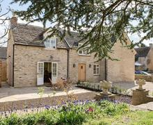 Snaptrip - Last minute cottages - Luxury Stroud Cottage S49595 -