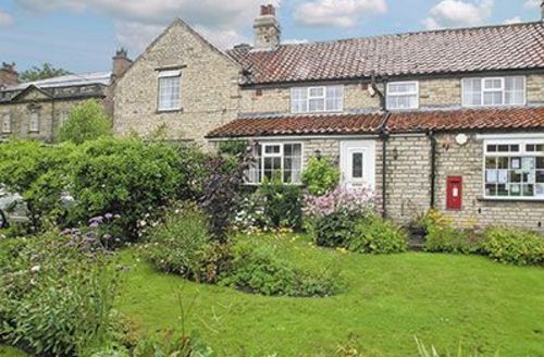 Snaptrip - Last minute cottages - Beautiful Pickering Cottage S15337 -