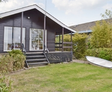 Snaptrip - Last minute cottages - Adorable Brundall Cottage S17023 -