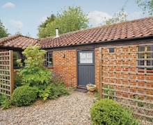 Snaptrip - Holiday cottages - Attractive Cromer Cottage S17072 -