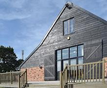 Snaptrip - Last minute cottages - Tasteful Great Yarmouth Cottage S70835 -