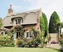 Snaptrip - Last minute cottages - Adorable Horning Cottage S17387 -