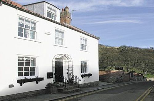 Snaptrip - Last minute cottages - Quaint Scarborough Cottage S15444 -