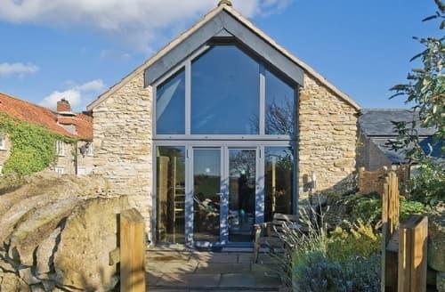 Snaptrip - Last minute cottages - Tasteful Scarborough Cottage S15455 -
