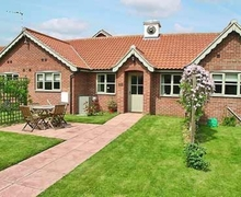 Snaptrip - Last minute cottages - Tasteful Winterton On Sea Cottage S17693 -