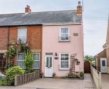 Snaptrip - Last minute cottages - Exquisite Lowestoft Cottage S27064 -