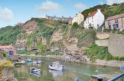 Snaptrip - Last minute cottages - Lovely Staithes Cottage S15511 -