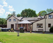 Snaptrip - Last minute cottages - Gorgeous Macclesfield Lodge S18173 -