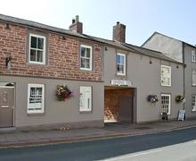 Snaptrip - Last minute cottages - Cosy Carlisle Apartment S37390 -