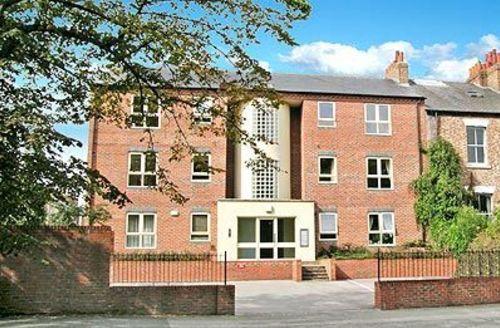 Snaptrip - Last minute cottages - Splendid York Apartment S15613 -