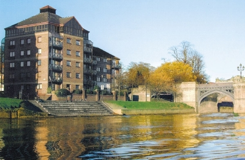 Snaptrip - Last minute cottages - Luxury York Apartment S15621 -
