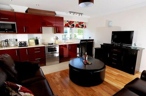 Snaptrip - Last minute cottages - Quaint Bournemouth Dene S1339 - The open plan living area