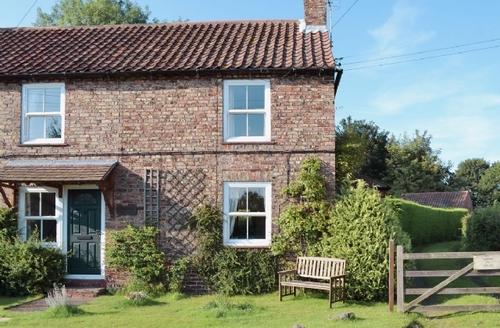 Snaptrip - Last minute cottages - Quaint York Cottage S15656 -
